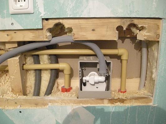 monsterhaus wasserleitung und abfluss versetzen. Black Bedroom Furniture Sets. Home Design Ideas